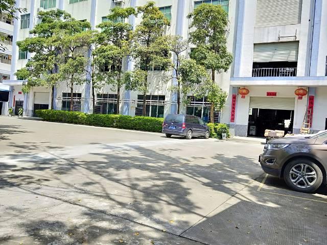龙岗爱联嶂背二村带装修厂房800平米出租。
