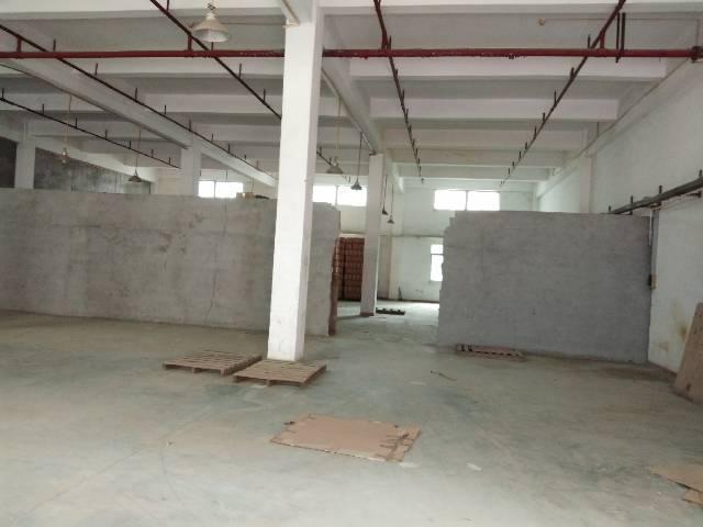 虎门镇环莞快速边上层高6米标准仓库出租,实际面积,地段优