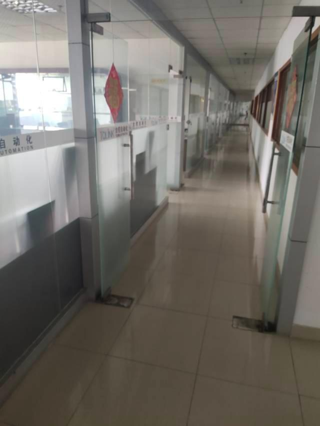 福永地铁口一公里楼上1200平厂房带装修转让无转让费