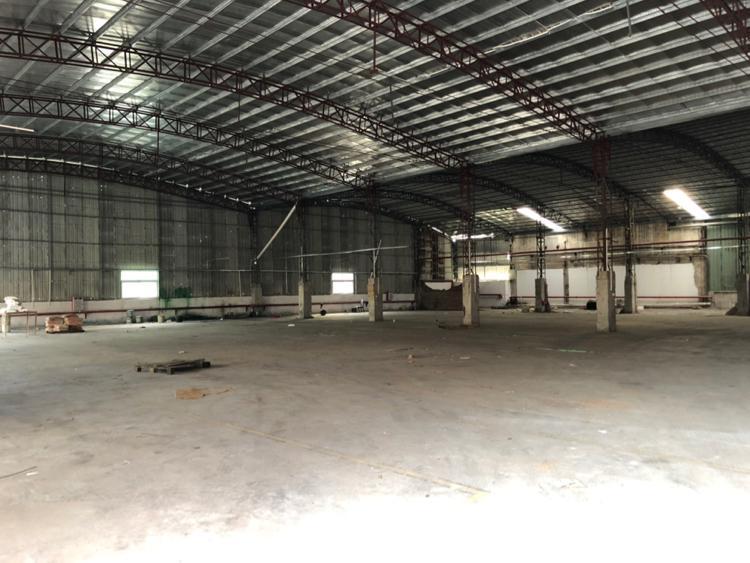 标准工业园区内,大型钢构厂房2000平方,滴水10米。