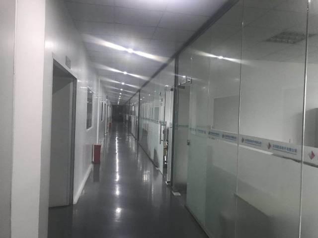 深圳市光明新区大型园区楼上带红本含税1600平米厂房出招租!