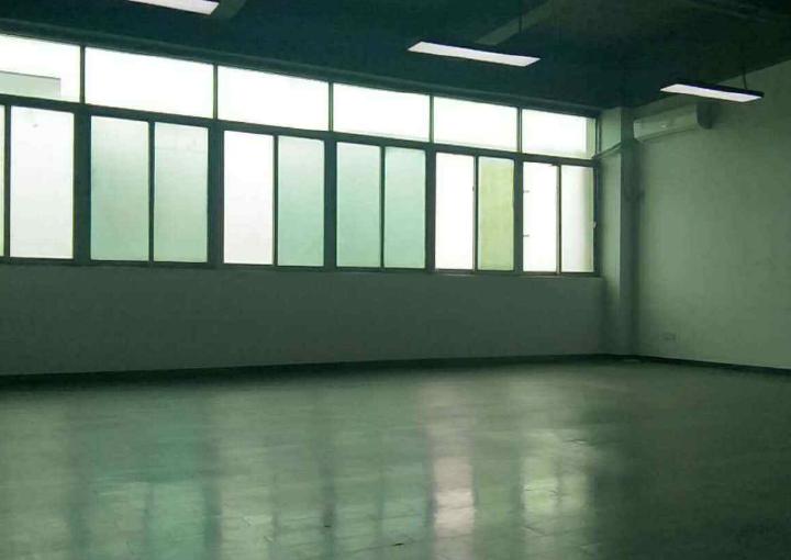 新安写字楼 智工小镇 242m² 可分租  可注册图片1