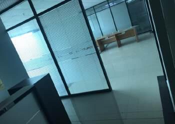 深圳龙华天虹附近带装修写字楼有大小面积图片2