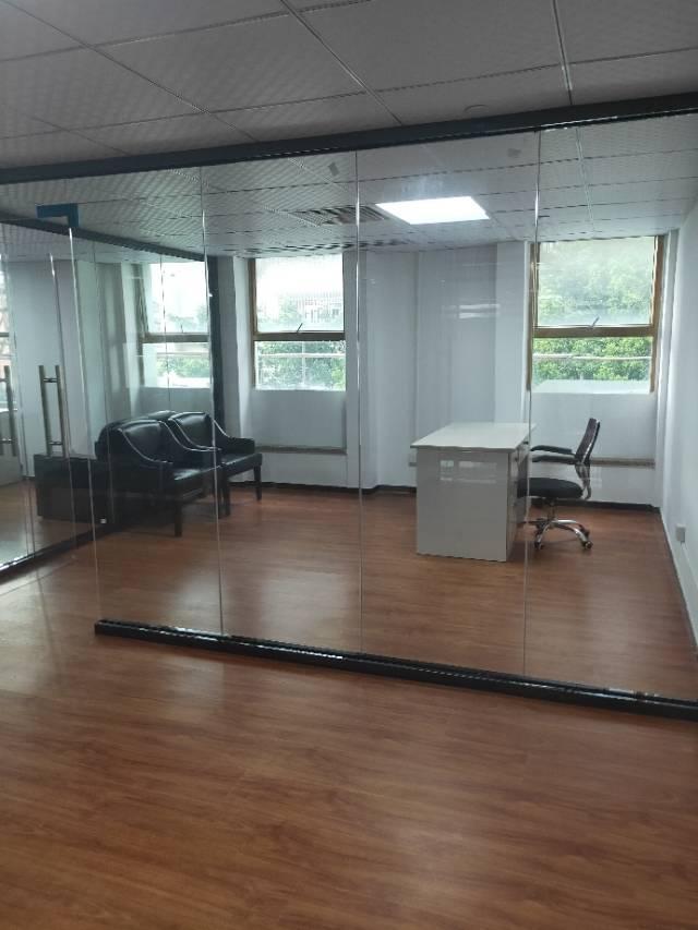 精装修带家具有红本260平方写字楼招租