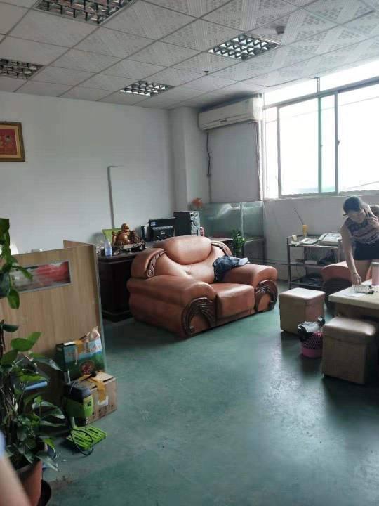 深圳市光明新区上村楼上精办公室装修地坪漆750平米厂房出招租