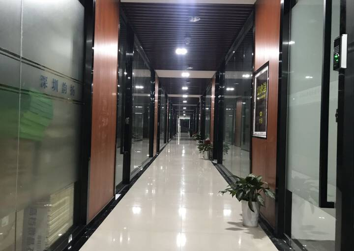 桃源居繁华商圈140平米精装修带隔间写字楼特惠招租图片2