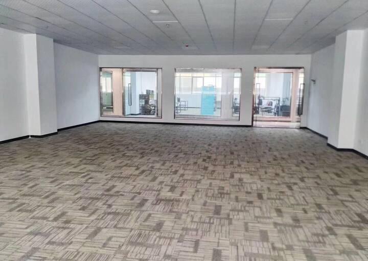 宝安区深业U中心 292m² 带装修 可注册图片3