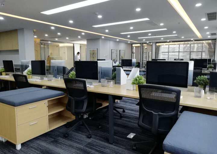 宝安西乡恒丰工业城 写字楼109m² 低楼层区带装修图片2