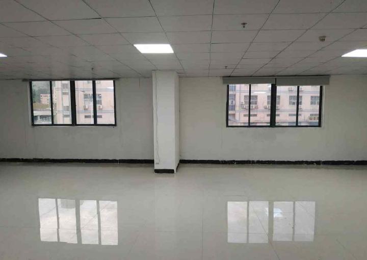 鹏展科创大厦 73m² 中低区 精装图片1