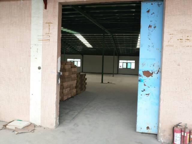 长安镇上沙体育公园附近二楼800平米仓库