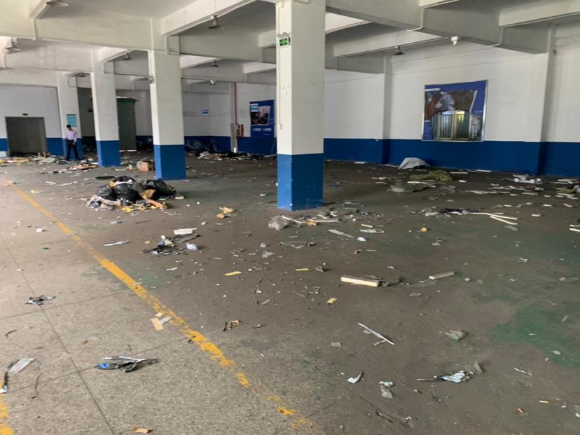 横岗地铁站附近一楼带精装办公室厂房1400平米招租