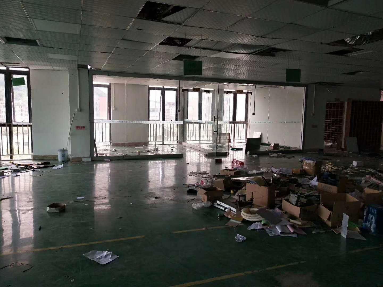 黄江镇大冚挨深圳地区4楼550平方出租带装修可分租