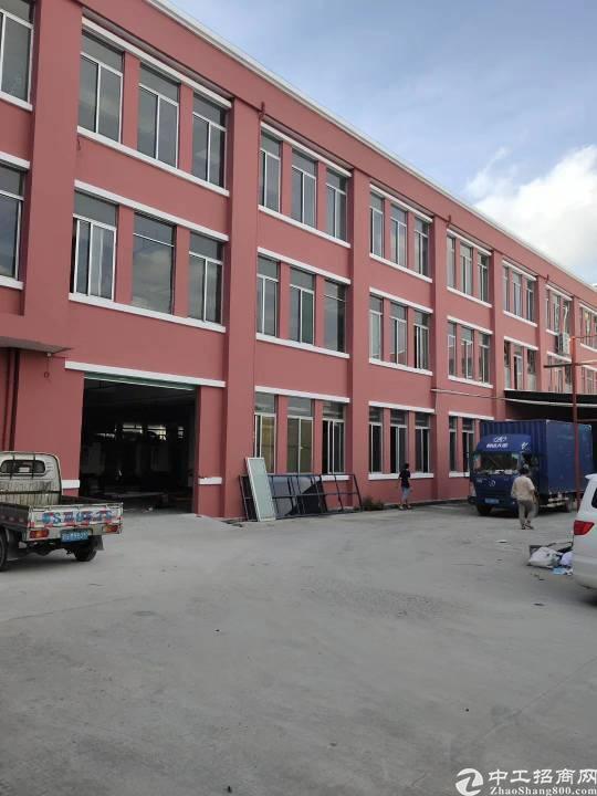沙田民田村新出楼上标准厂房1000平方,车间有现成吊顶