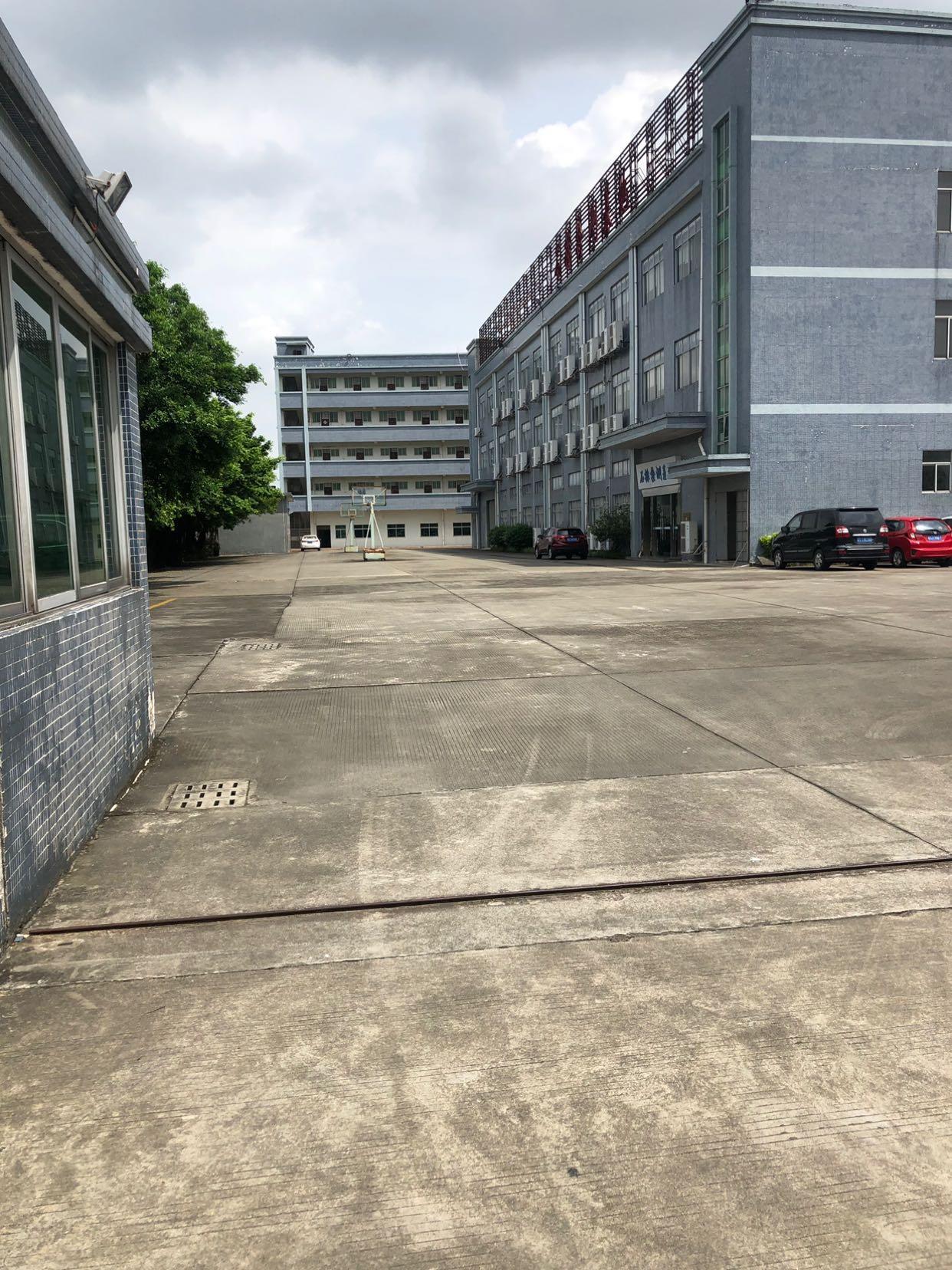 石排独门独院厂房出租,厂房三层8000平方。工业用地