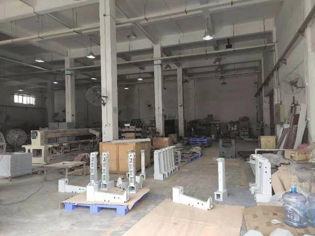 龙岗宝龙工业区原房东4000平米23元出租。