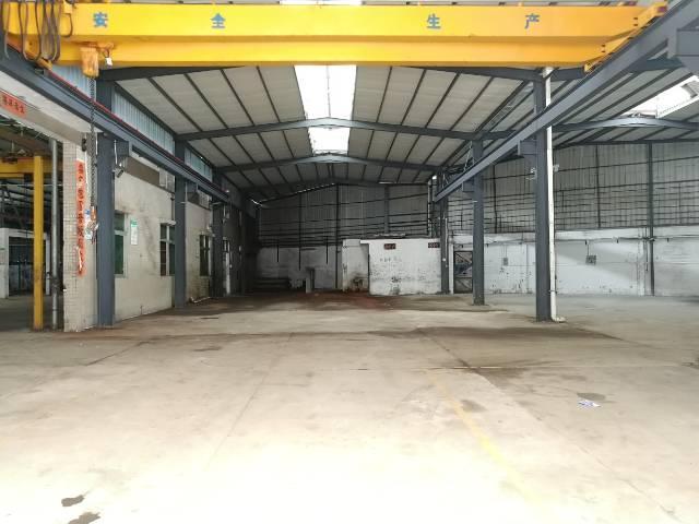 横沥镇独门独院分租自带两部行车厂房出租。