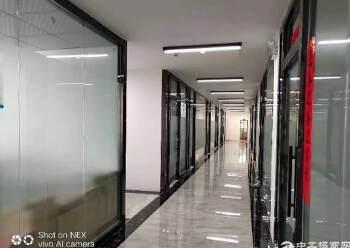 横岗荷坳地铁站附近精装修写字楼190平特价25一平出租图片1
