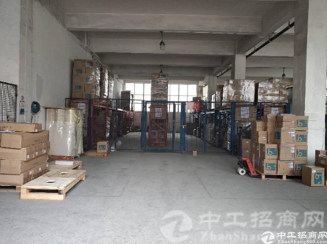 厚街镇溪头村工业区楼上500平米现成装修仓库出租,报价便宜