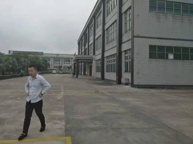 长安乌沙新出楼上带装修厂房1100平方水电齐全