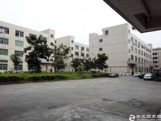 平湖华南城新木村三楼680平方米带装修厂房招租
