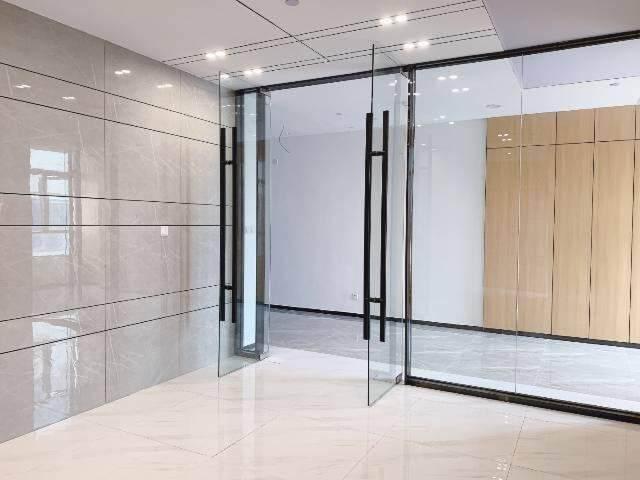 龙岗区平湖华南城地铁口300米带精装修写字楼图片4