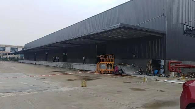 茶山新出高标准物流仓8000平,滴水12米,有卸货平台。