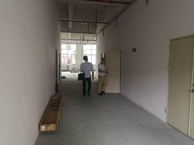 长安镇乌沙新出楼上900平,水电齐全,精装修
