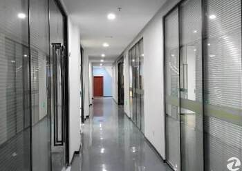 坂田地铁口零距离简装写字楼210平出租图片3