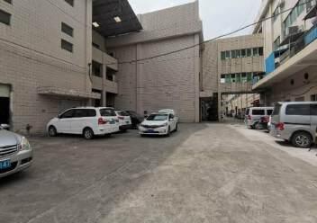 深圳光明新出楼上非常便宜的厂房图片3