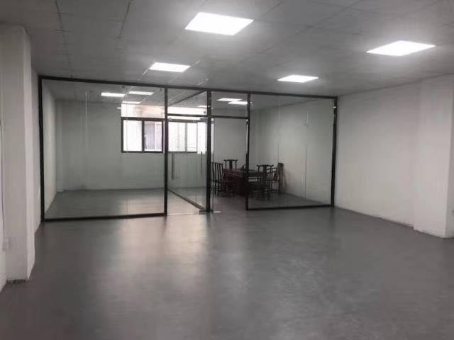 黄埔萝岗地铁口新出精装修办公室290平,水电齐全无转让费