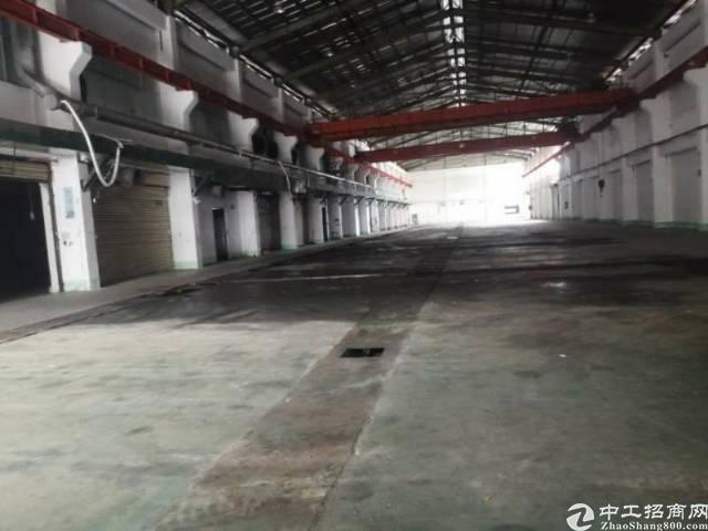 谢岗厂房出租滴水九米带两部行车环境好空地大,交通方便。