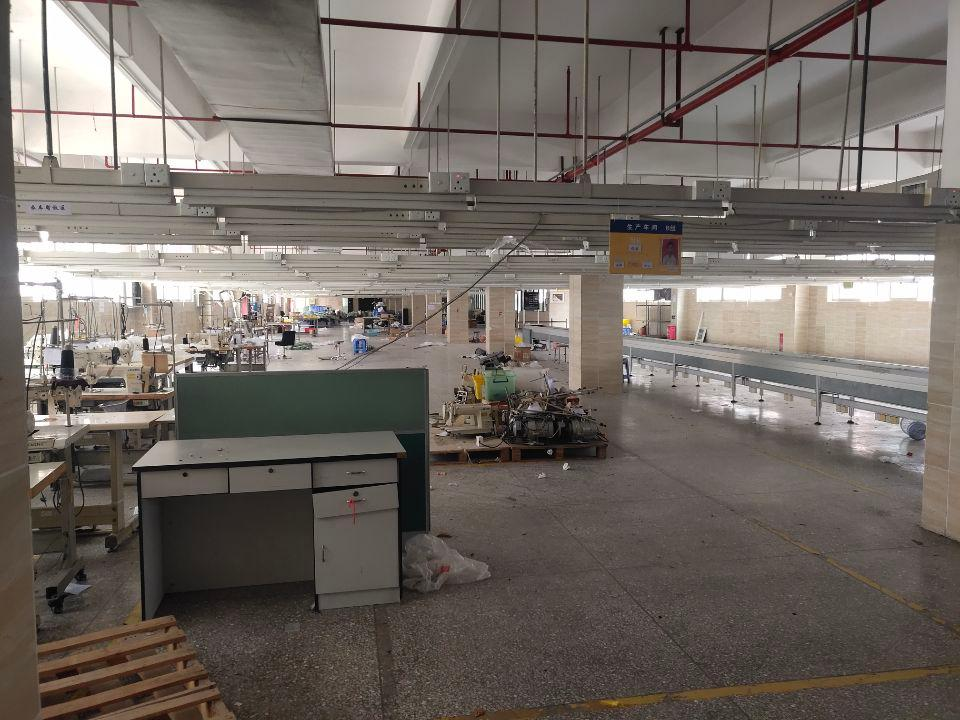 西乡河东工业区新出5楼上2100平标准厂房仓库出租。