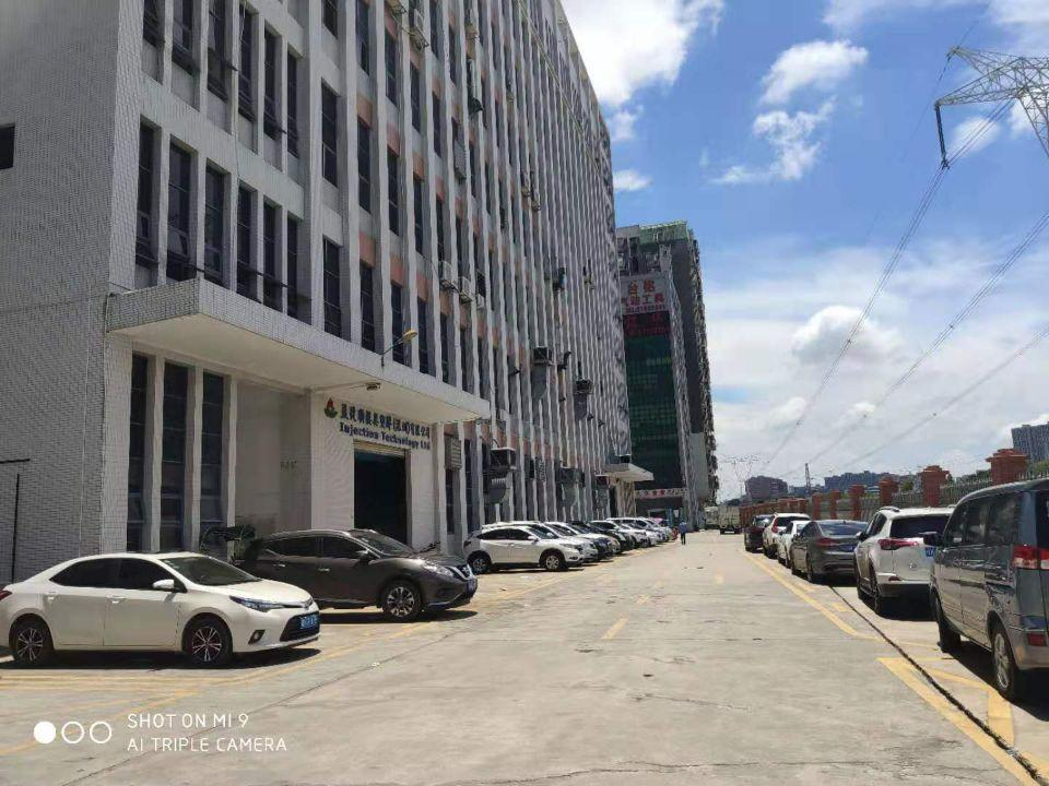 公明南光高速出口主干道边大型园区即将空出楼上两层4600平方