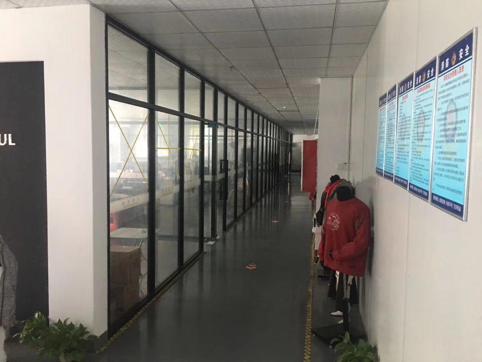 坪地低碳城新出楼上带装修550平方出租