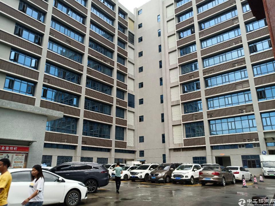 深圳市光明新区上村靠近北环楼上带精装修1100平米厂房出招租