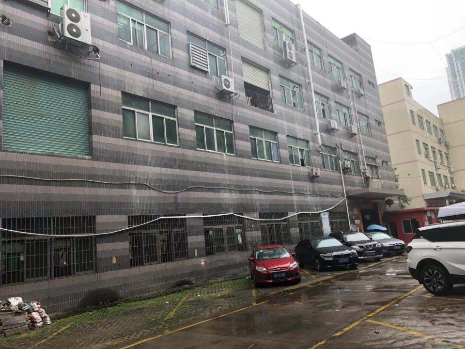 龙华大浪商业中心旁新出红本厂房1楼2400平