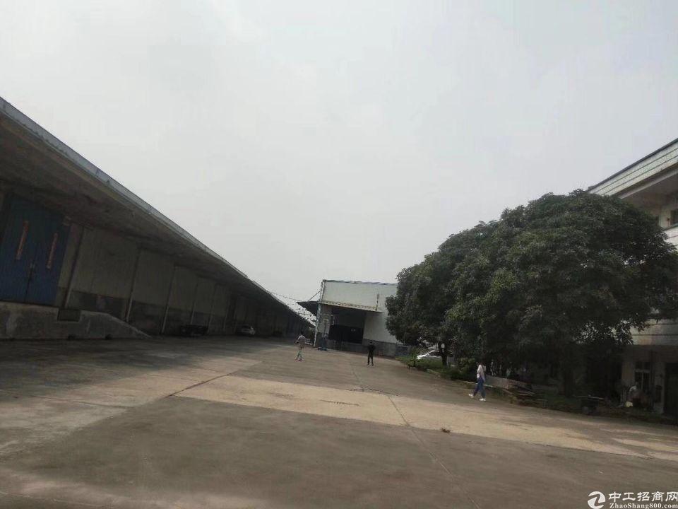 高台仓出租18000平方大小可分就位于京港澳高速入口附近