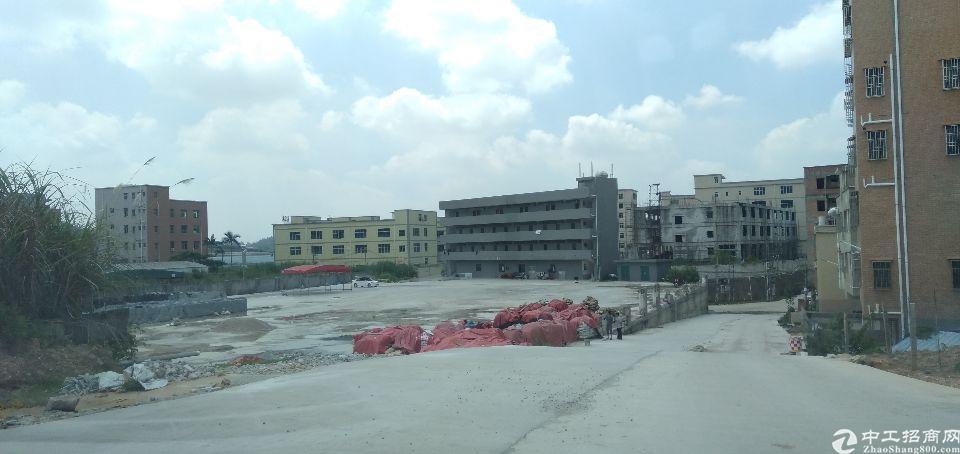 新圩镇硬化好的空地6000平米出租。