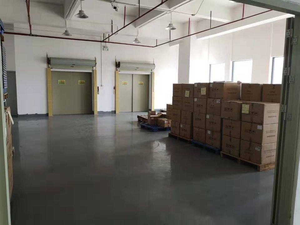公明田寮高新区新出楼上2400平方带装修厂房出租