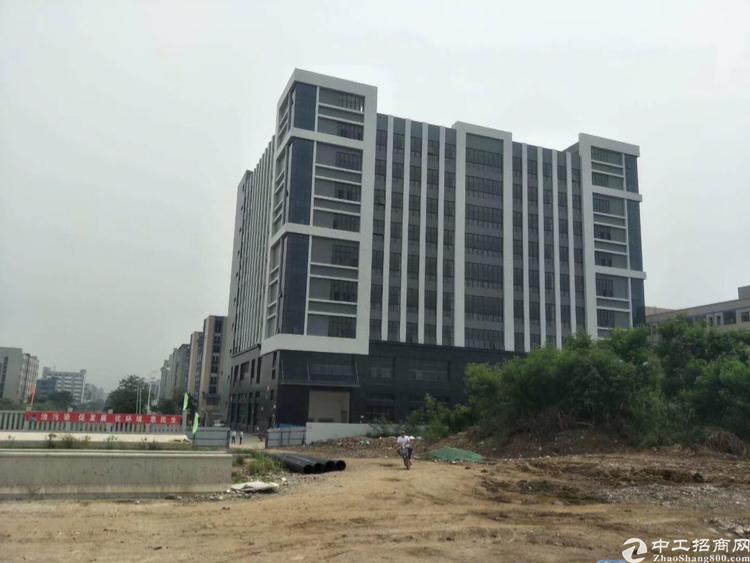 长安镇全新标准厂房1-9层单层面积3900平可分租可办环评
