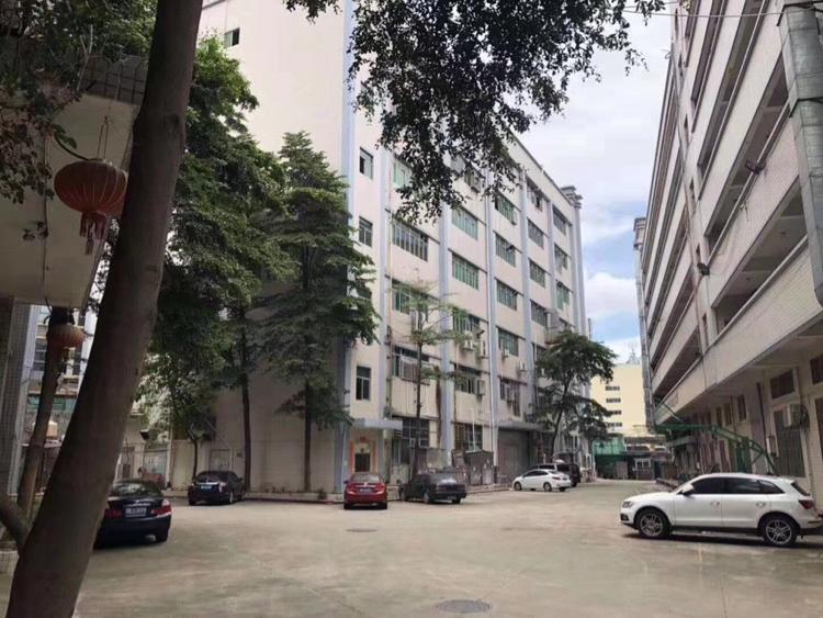 龙华汽车站大马路边旁500米公寓酒店182间价格超级低实惠很