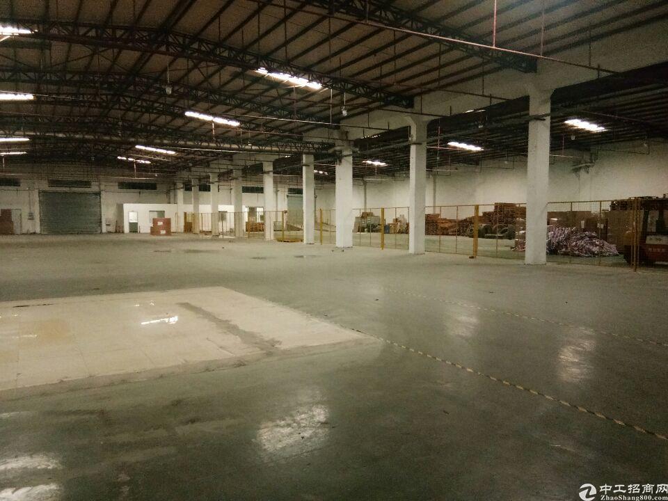高埗镇环城路口砖墙到顶厂房仓库5000方出租,滴水八米