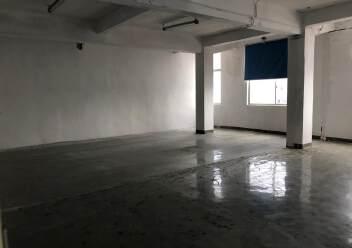 福永地铁口附近650平米精装修厂房图片1