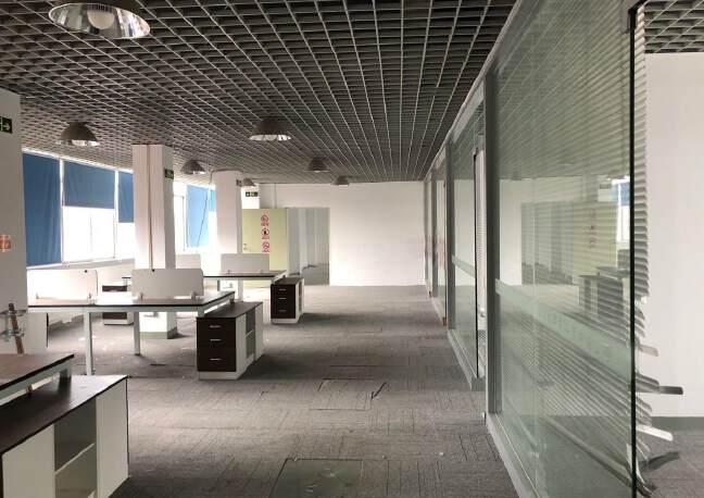福永地铁口附近650平米精装修厂房
