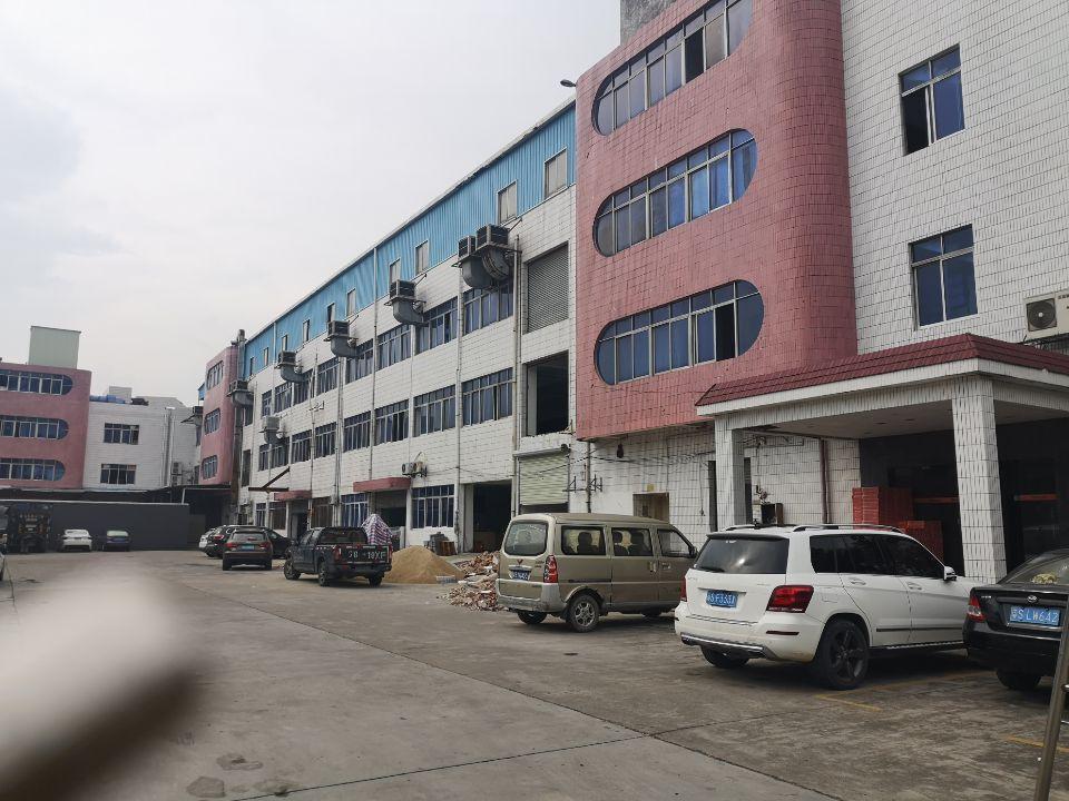 长安镇厦边新出楼上2000平,可分租,现成办公室水电齐全