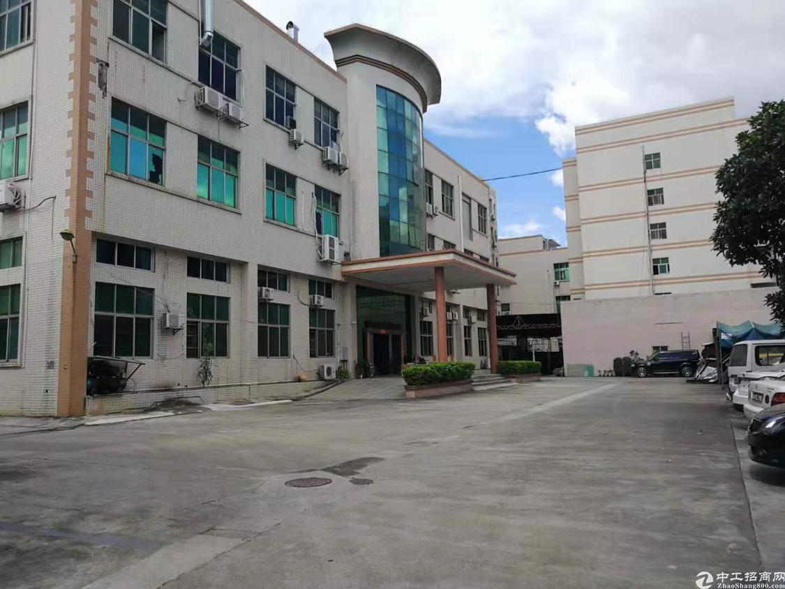 长安上角新出二楼厂房,独门独院实际面积出租,豪华装修。