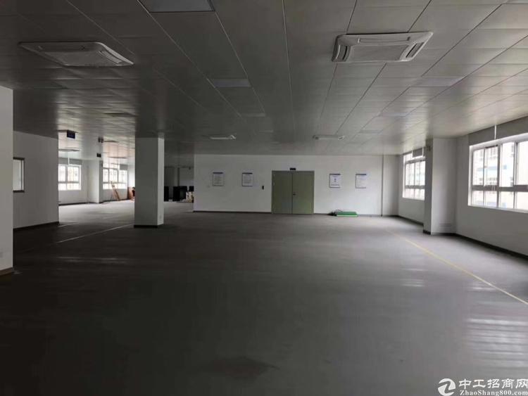 龙华大浪爱义小学附近工业区空置二楼1050平精装厂房出租