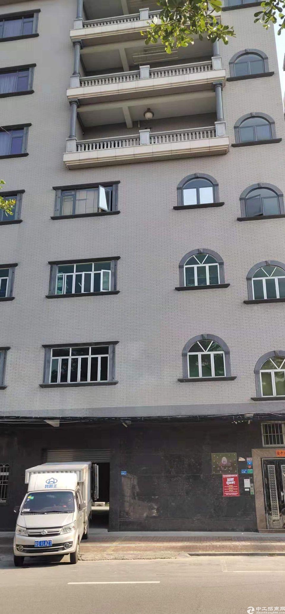 原房东分租2楼430平价格6800块