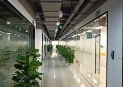 龙岗双龙地铁口新出330平米精装修写字楼