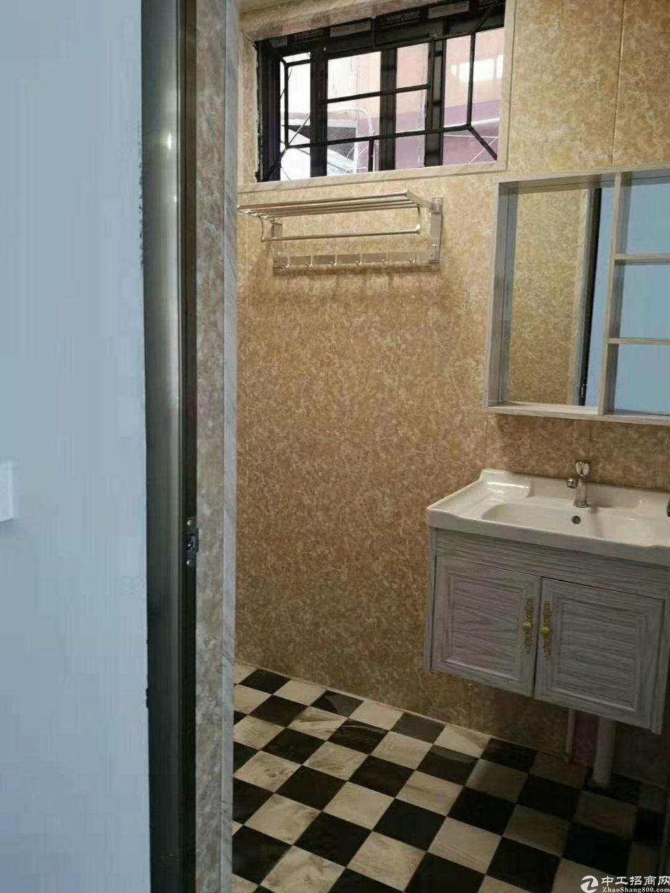 横岗深坑村一楼出租100平方豪华装修,可电商和仓库